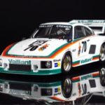 Porsche 935K2 Drm 1977 2-In-1, Plastic Modelkit 1:24 (Include 2 Decals Per Realizzare Drm 1000Km Nurburgring N㸠16 Bob Wollek E Drm 200 Miles Nurnberg N㸠70 Peter Gregg)